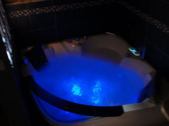 Jacuzzi privatif 2 places...